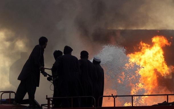 В Афганистане автобус столкнулся с бензовозом: более 50 жертв