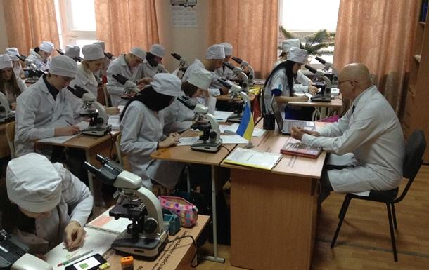 Эвакуированный из Донецка медуниверситет обеспечили мебелью