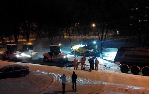 В Полтаве уложили асфальт поверх снега