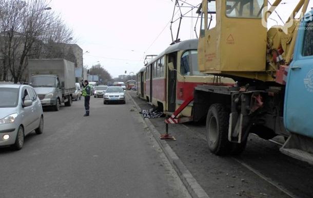 В Днепропетровске женщина попала под трамвай