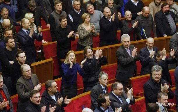 Президент, нардепы и министры лишились статуса госслужащих
