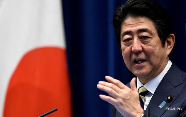 Премьер Японии вновь призывает Путина обсудить мирный договор