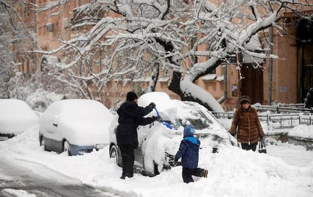 Снегопад в Одессе: город закрыли для грузовиков