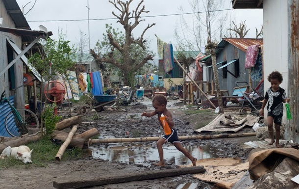 На островное государство Вануату движется мощный ураган