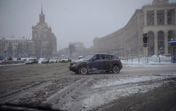 Не ждали и в январе. Снег снова удивил власти