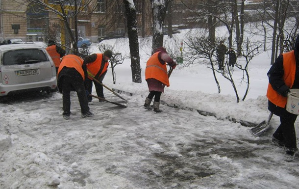 Убирать снег в Киеве будут круглосуточно