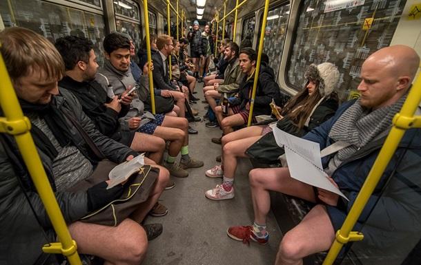 День в метро без штанов: фото