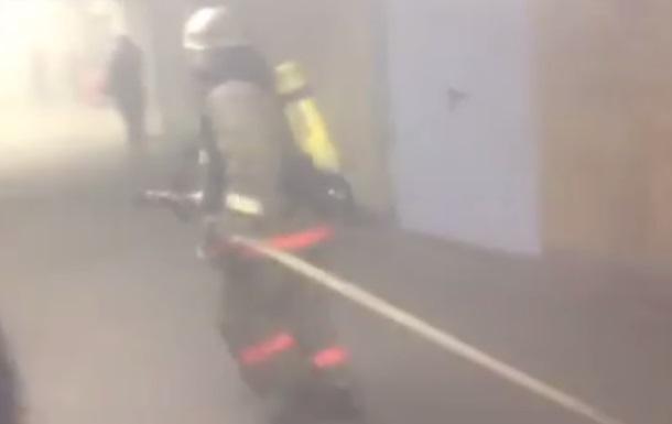 В Киеве загорелась станция метро Дружбы народов