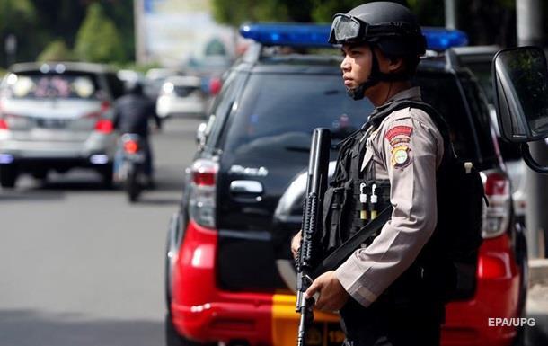 Серия взрывов прогремела в центре Джакарты