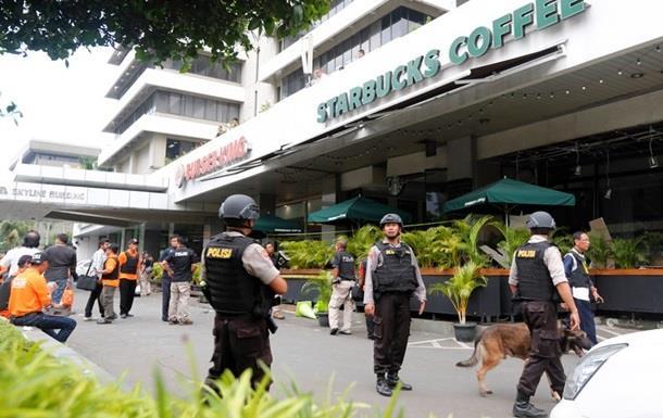 Полиция Индонезии разыскивает боевиков, напавших на Джакарту