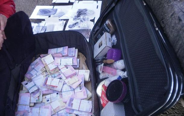 На Донбассе задержали Lexus, набитый деньгами