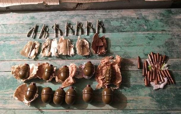 СБУ виявила на Донбасі дві схованки з гранатами