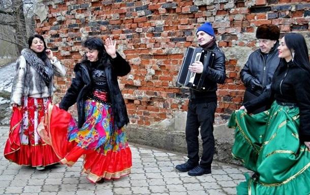 В ДНР отмечают Крещение под цыганские песни