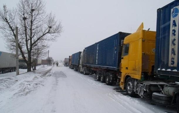 Снегопады: движение открыли на семи трассах