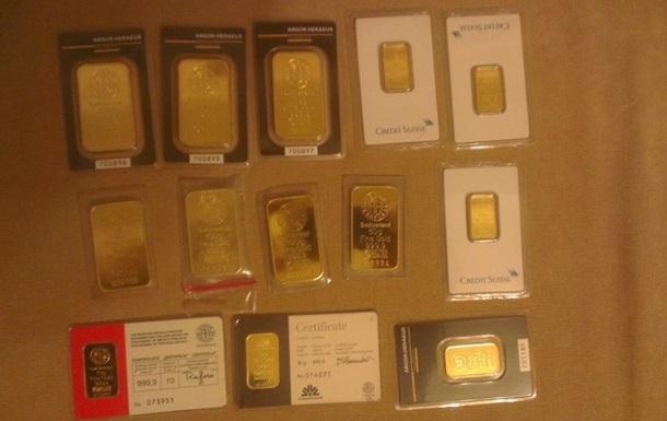 У таможенника в Борисполе нашли золотые слитки