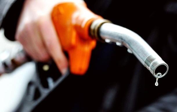 Чому обвал цін на нафту не позначається на вартості бензину?