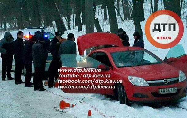У Києві в авто виявлено труп з вогнепальним пораненням