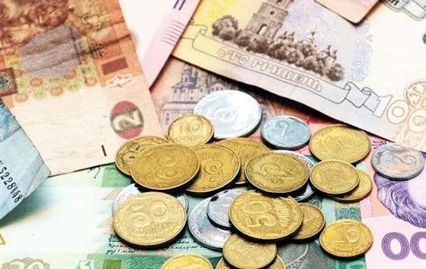 Зарплата українців зменшилась утричі