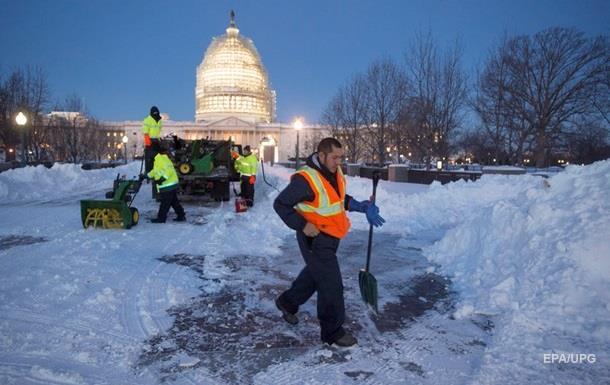 В Вашингтоне из-за снегопада закрыли все госучреждения