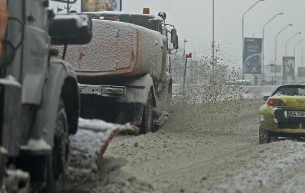 На Київ насувається снігопад: вантажівкам можуть закрити в їзд