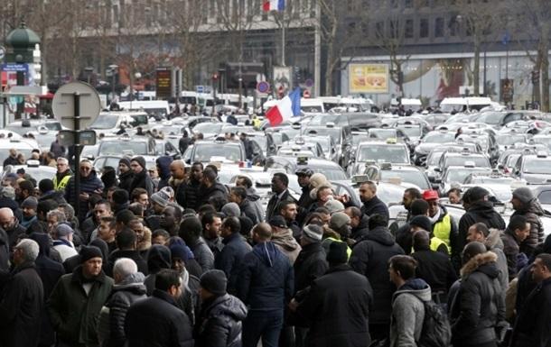 К забастовке таксистов в Париже примкнули учителя