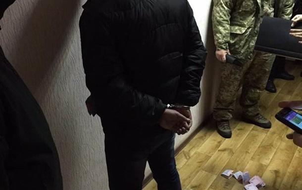 У Києві затримали на хабарі чиновника екологічної інспекції