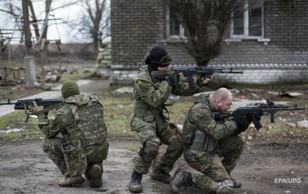 При обстреле Марьинки ранены трое военных