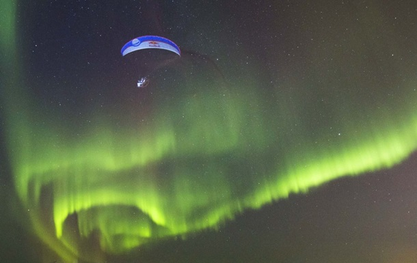 Полет  сквозь  северное сияние сняли на видео