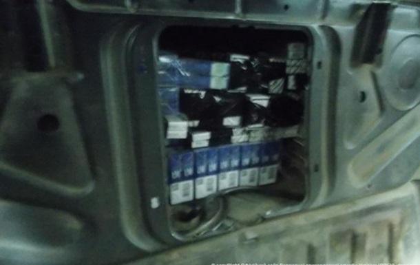 На границе у контрабандистов сигарет за сутки изъяли семь автомобилей