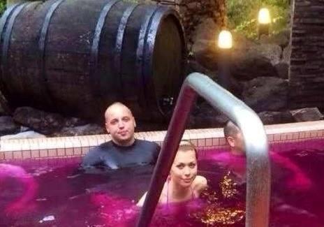 Бассейн с вином? Для ущербных и джакузи с солью Мертвого моря - верх роскоши!