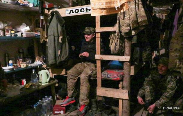 Без оружия и спиртного. Военным в Мариуполе разрешили посещать кафе