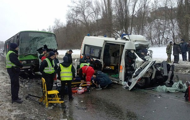 В Харькове  скорая  въехала в автобус: есть жертвы
