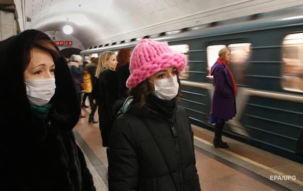 У метро Києва роздаватимуть маски від грипу
