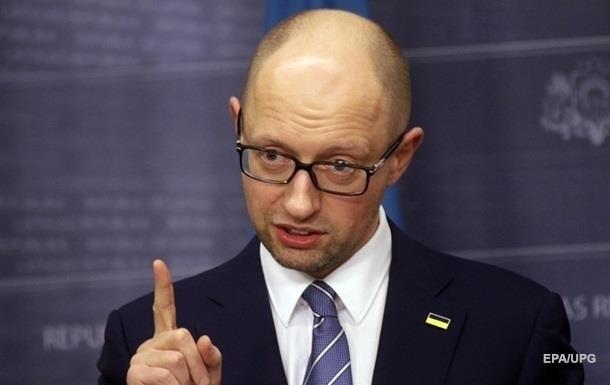 Яценюк заявил о политическом давлении на министров