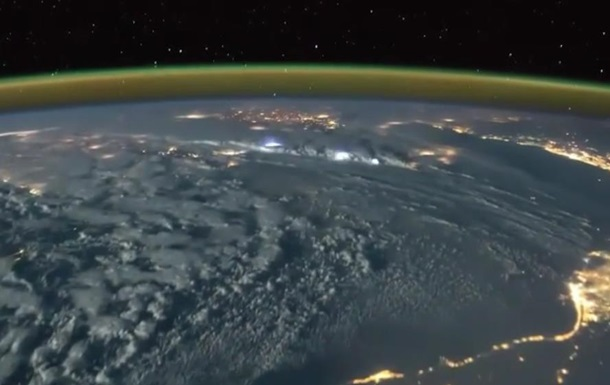 Астронавт снял видео молний из космоса