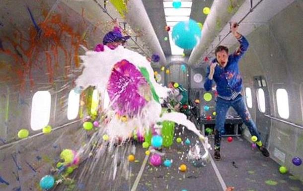 OK Go выпустила клип, снятый в невесомости