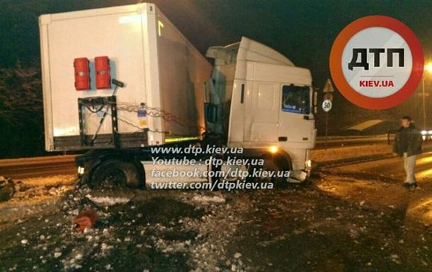 В Киеве гололед вызвал массовые аварии – СМИ