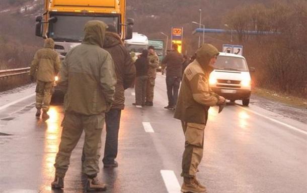 В Закарпатье заблокировали около 50 фур из РФ