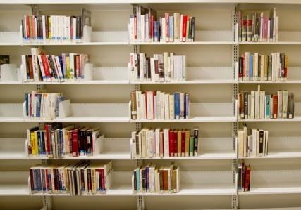 Более 20 крупнейших издательств подписали открытое письмо Яценюку против эмбарго