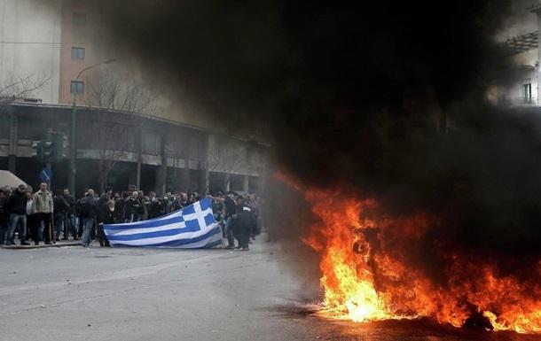 В Греции фермеры развели костры перед парламентом