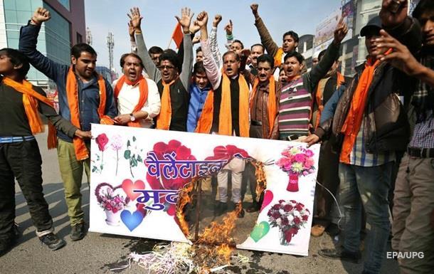 В Индии прошли протесты против Дня Влюбленных