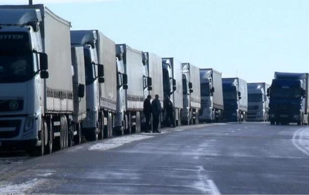 Киев запретил транзит российских грузовиков