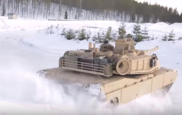 Американские военные устроили дрифт на танках