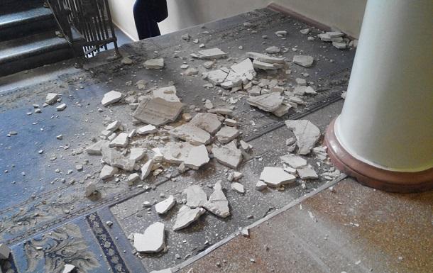 В горсовете Запорожья обвалилась часть потолка