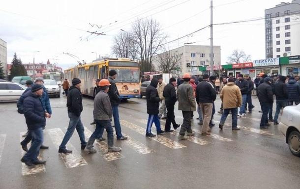 В Тернополе митингующие перекрыли проспект