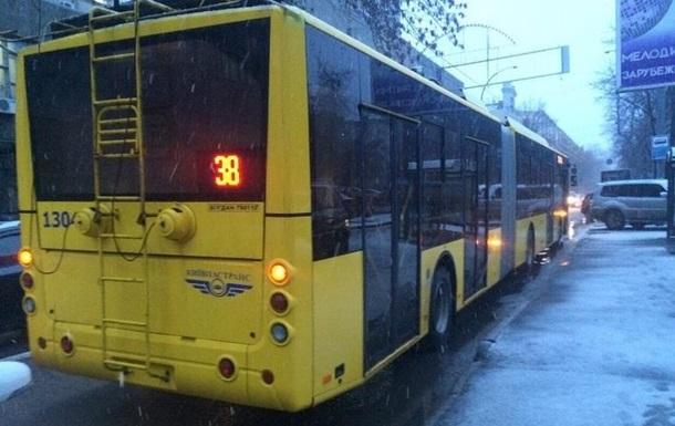 У Києві тролейбус наїхав чоловікові на голову - ЗМІ