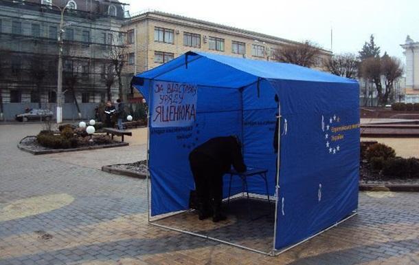 У Вінниці збирали підписи за відставку уряду Яценюка