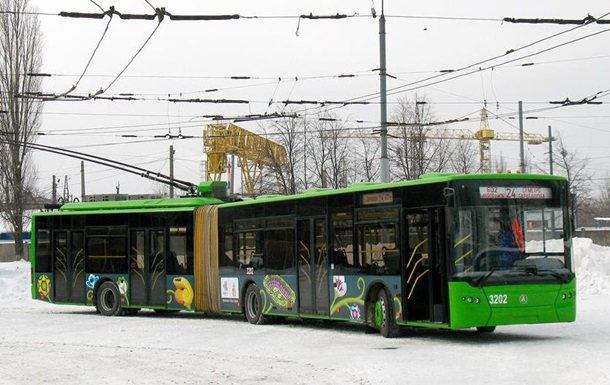 В Харькове мужчина погиб, бросившись под троллейбус
