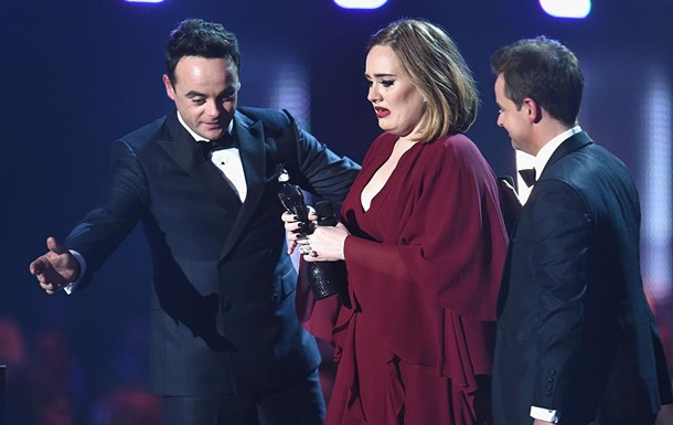 Адель получила сразу четыре награды Brit Awards