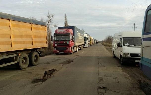 У Миколаївській області другий день блокують трасу